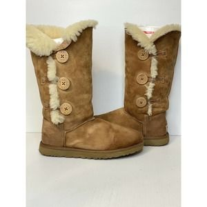 UGG Bailey Button Triplet CHESTNUT BOOTS SIZE 8